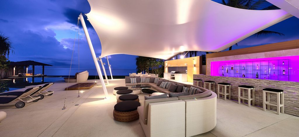 Villa Tievoli bar & covered lounge area