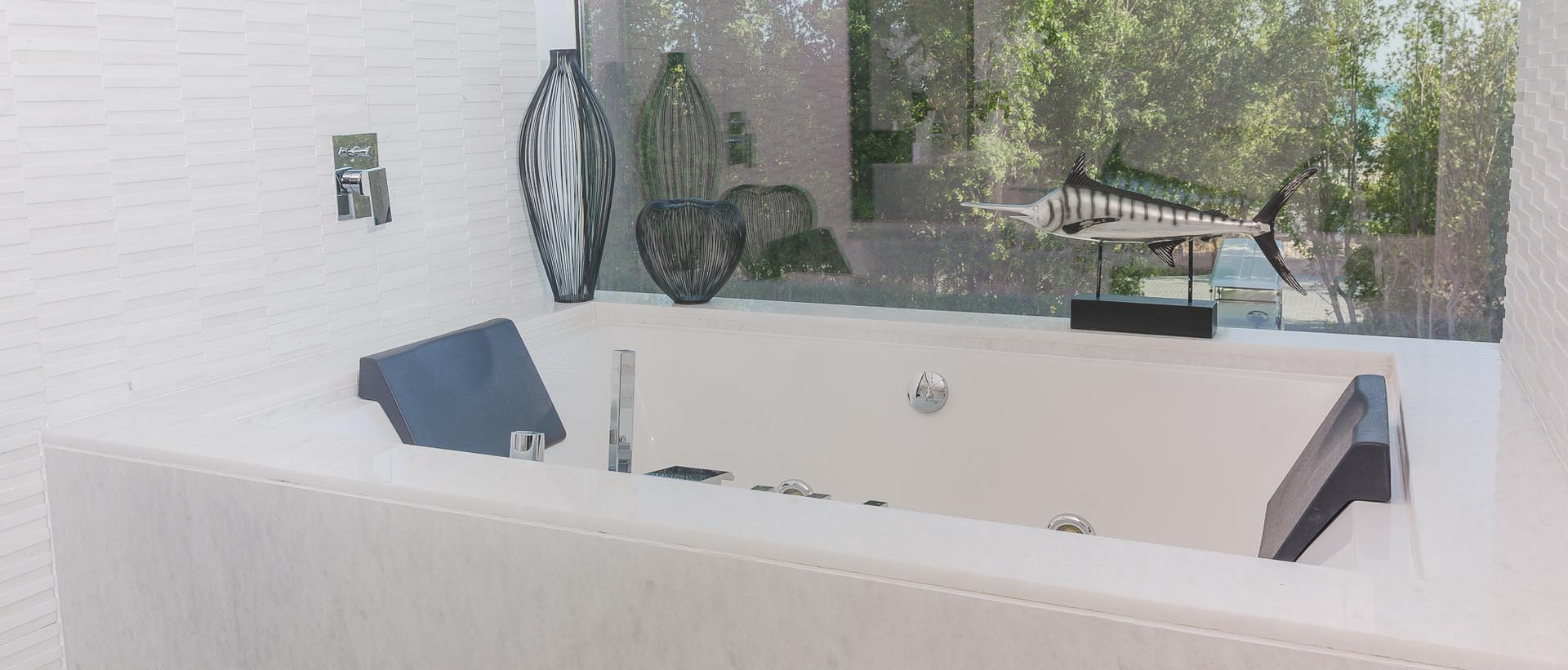 OVER-SIZED BATHTUB FOR PURE INDULGENCE
