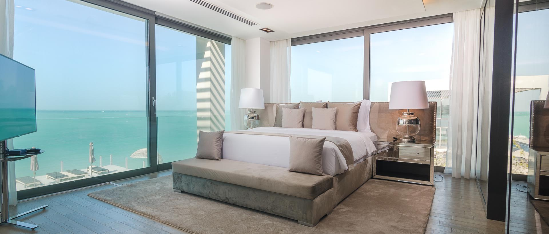 UPSTAIRS GUEST BEDROOM WITH KING BED AND UNRIVALED OCEAN VIEWS